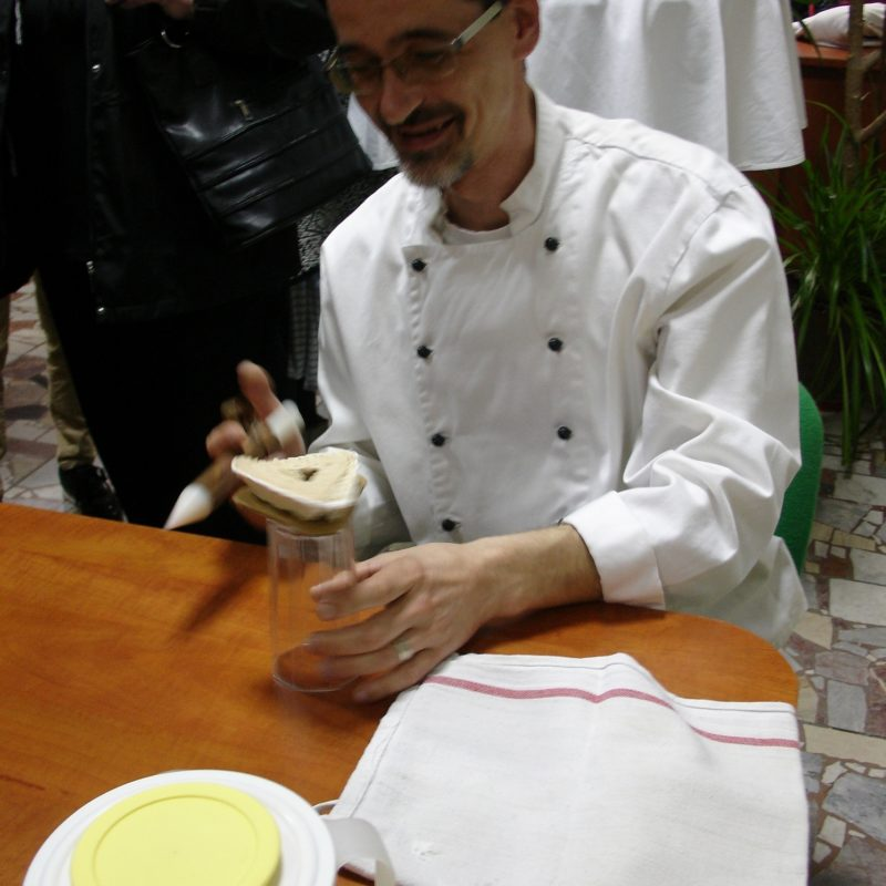 Jozef Hránek - výrobca skalickej vysokej torty. Foto: Peter Michalovič