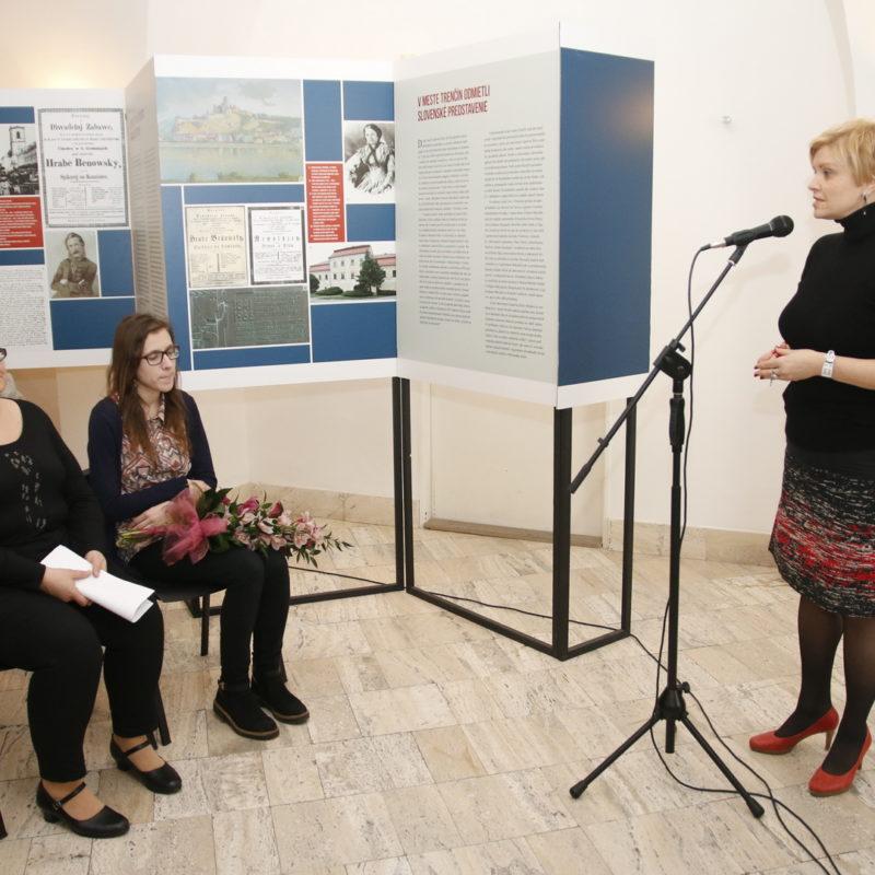 prítomným sa prihovorila riaditeľka Divadelného ústavu v Bratislave Mgr. art. Vladislava Fekete, ArtD. Foto: Róbert Svíba