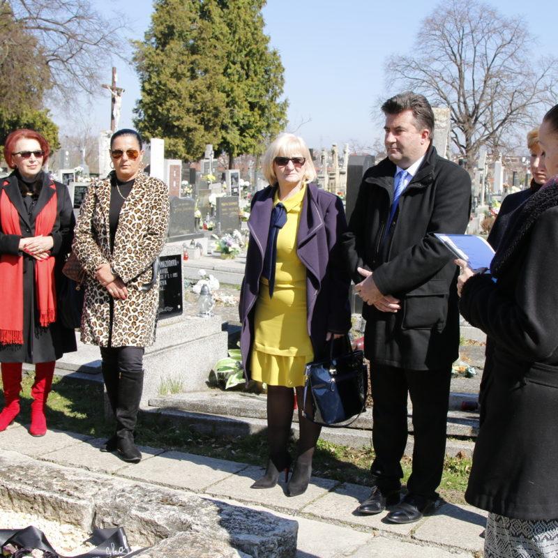 báseň Milana Rúfusa predniesla vedúca oddelenia kultúry Mesta Skalica Jana Koutná. Foto: Róbert Svíba