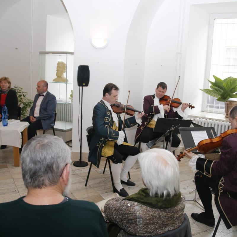 Sláčikové kvarteto súboru starej hudby a tanca Reminiscencie. Foto: Róbert Svíba