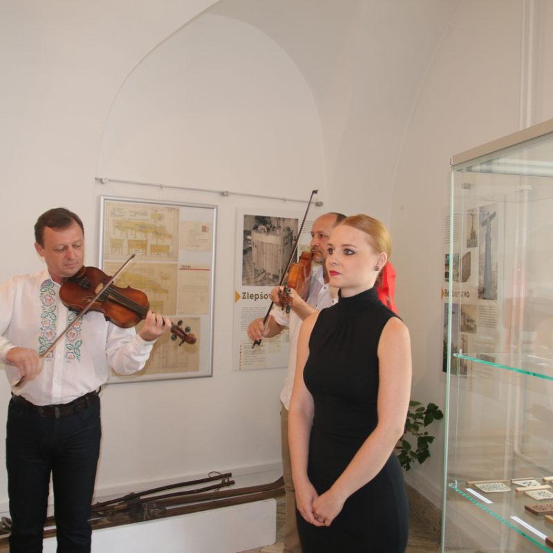 Alžbeta Michalovičová (spev), Peter Michalovič (husle), Ivo Horský (viola). Foto: Richard Drška