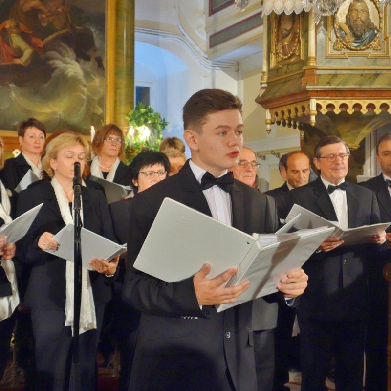 Komorný spevácky zbor cirkevného zboru ECAV Senica, sólo Martin Janšák. Foto: Viera Drahošová