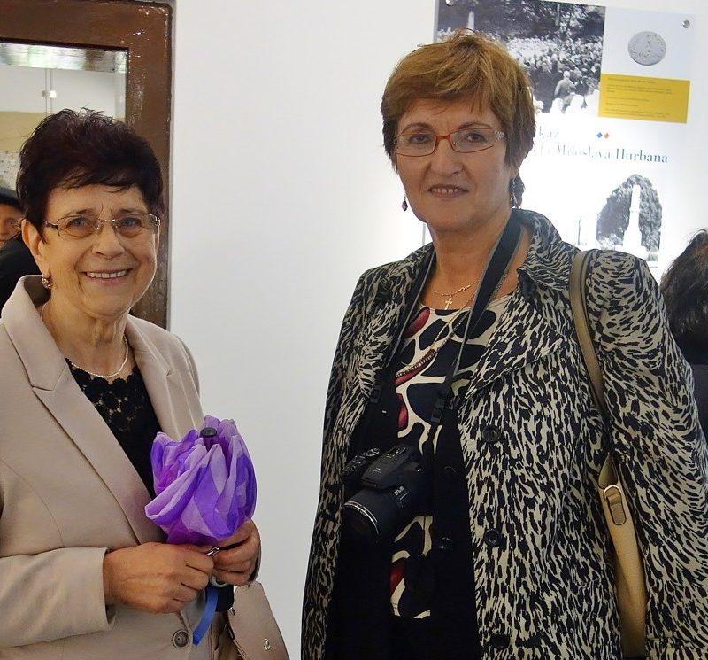 sprievodkyňa v Pamätnej izbe J. M. Hurbana Vilma Tomášová (vľavo). Foto: Viera Drahošová